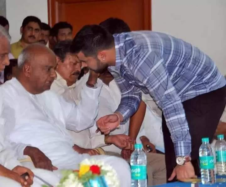 Grandson Prajwal wants to quit as Hassan MP for grandpa Deve Gowda